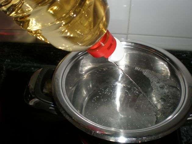 Cazuela con agua y vinagre